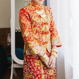 Chinese traditional wedding dress red gold